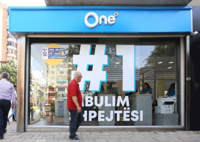 One Telecom – The store as a billboard